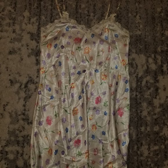 Erika Taylor White Floral Print Nightgown Like New